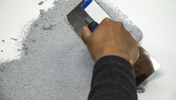 2.krok aplikace 1.vrstvy betonové stěrky 1,0mm