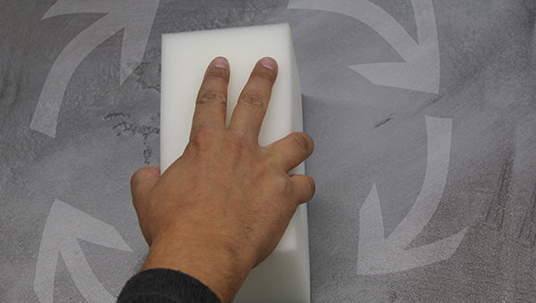 4.krok lazurování (dobarvení) betonové stěrky
